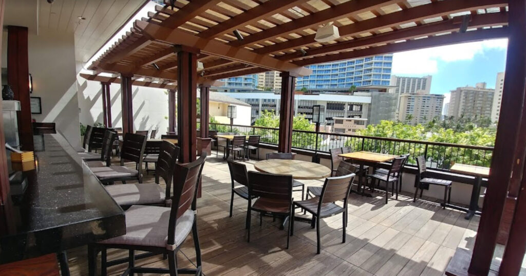 Outdoor Dining in Honolulu - Tommy Bahama Restaurant